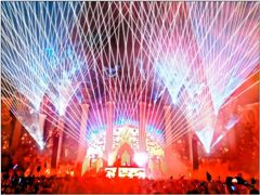 Thirty laser systems create lighting effects for Las Vegas music festival