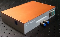 Compact single-stage laser amplifier